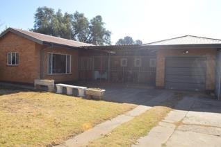 Affordable house in nice area, 3 bedrooms, 1 bathroom, kitchen, dining, lounge. Garage, carport.