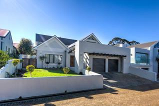 4 Bedroom House for sale in Schonenberg Estate - Somerset West