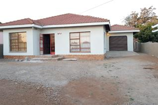 House for sale !!!!  Priced to sell. Make your smart move Modern home in Namakgale. You have to view this one. Modern,neat, spacious ...