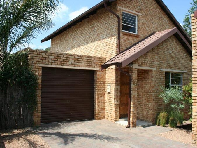3 Bedroom Townhouse On Auction In Pomona 49 Falcon Crest
