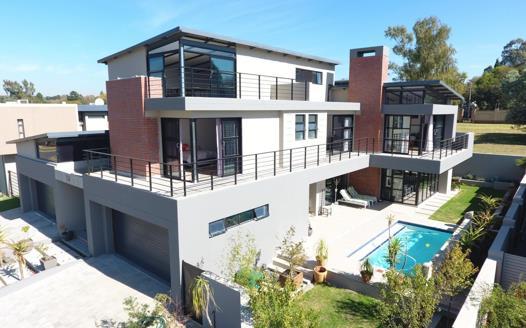 4 Bedroom House for sale in Ebotse Golf Estate