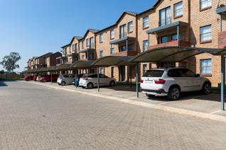 •	Conveniently located just 15min from JHB CBD and 5 min from South Gate Mall and the ...