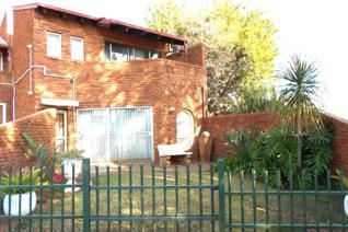 3 Bedroom Townhouse for sale in Wierda Park - Centurion
