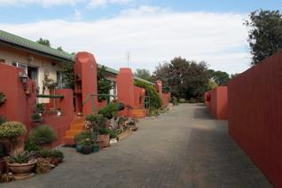 2 Bedroom townhouse for sale in secure complex in Aliwal North. Centrally located, situated close to the Orange River. This unit ...