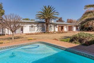 Situated just outside Kroonstad, this multi-purpose smallholding can make an ideal investment as a private home, a guesthouse, wellness ...