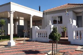 2 Bedroom House for sale in Paarl East - Paarl