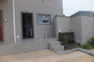 This immaculate apartment is situated in Noordhoek and offers amazing views. The ...