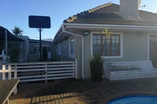 3 Bedroom House on auction in Grassy Park - Cape Town