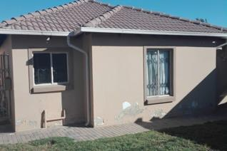 Two spacious bedroom house in Riversideview, close to Midrand. The kitchen is modern and open plan lounge, half bathroom. The property ...