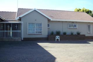 This is a real Bargain!!!!  Bank Repo- Must sell asap!  Offers welcome for consideration from R1.850 mil upwards! NO Lower! Bank ...
