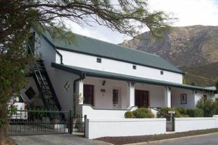 What a privilege to market this characterful Cape Karoo home with historic charm and warmth set in a sought-after part of Montagu West. ...