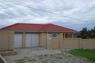 Lovely family home situated just off West Drive offering 3 bedrooms with built in ...