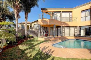 PRICE NEGOTIABLE - This exquisite cluster situated in the sought after Sovereign Parks has 4 bedrooms, 4, 5 bathrooms.  All bathrooms ...
