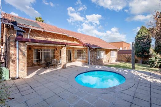 3 Bedroom House for sale in Dowerglen Ext 5