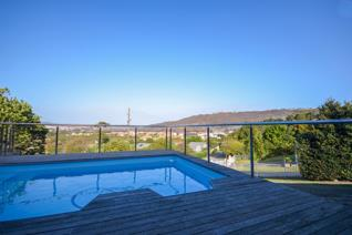HOLIDAY RENTAL IN PLETTENBERG BAY  Summer living in Plett, holiday let close to Robberg ...
