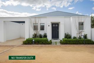 2 bedroom townhouse close to the heart of Hermanus with all its shops, art galleries and ...