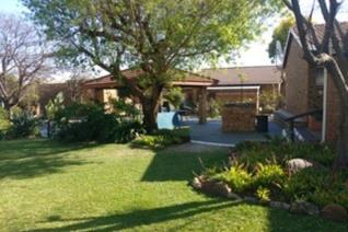 UNIT IN WELL ESTABLISHED RETIREMENT VILLAGE   Taking offers  This is a very well looked ...