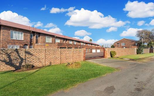 2 Bedroom Townhouse for sale in Beyers Park