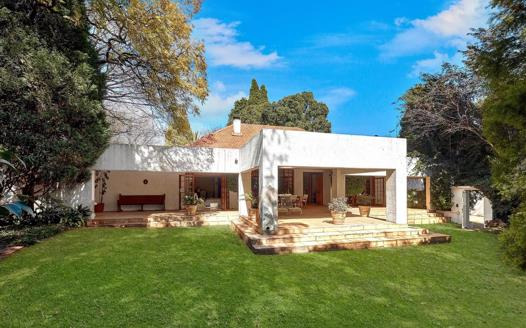 2 Bedroom House for sale in Saxonwold