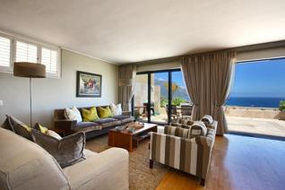 Alluring holiday home in one of the nicest roads in Camps Bay overlooking the ...