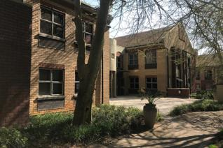 Ready to move in first floor office to rent in well maintained office block at ...