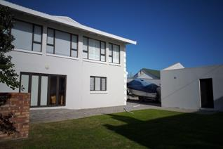 Come and enjoy the West Coast life in this home centrally situated in Yzerfontein with ...