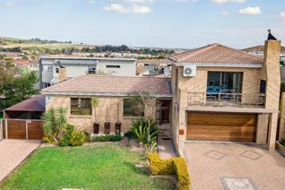This very neat, low maintenance home in Protea Heights offers open-plan kitchen and ...