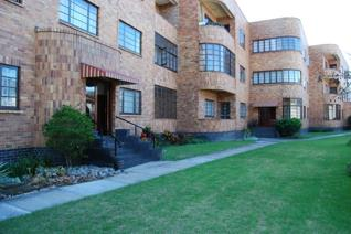 Spacious 2 bedroom apartment in secure well managed block with lovely garden. Aluminium ...