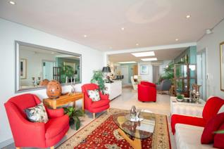 Step into fabulous views from this 3 bedroom, all en suite, end of the block penthouse apartment. Spacious lounge & dining area ...