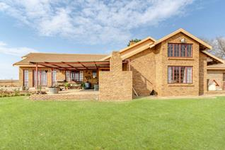 This massive family home in the quiet area of Droogefontein has the following to offer:  3 Massive carpeted bedrooms    3 Large ...