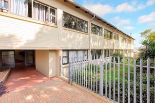 This lock up and go flat is a stones throw away from the restaurants of Parkhurst 4th Avenue.  2 spacious bedrooms and a full bathroom  ...