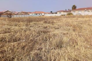 Situated in a quiet and sought after area of Kroonstad near Primary and High schools, SANDF, Correctional Services, Shopping centres ...
