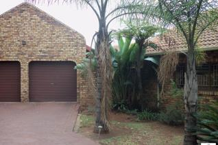 Extraordinary neat house to rent in aerorand.  In a good area and close to schools, middelburg mall and the new midwater mall.  The ...