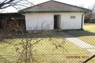 Middelburg area:  family home for sale in pullens hope.   Value for your money bargains are scares!  Don't take your eyes of this  ...