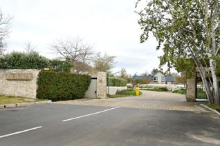 Secure Executive Lifestyle Estate.  One of the last available 6675m2 large stands ...
