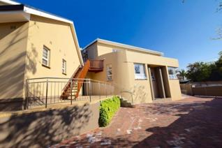 Exclusive Guest house in Bonnie Doone Versatile property\income generator The 'Right address'  A must View!