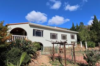 EXCLUSIVE SOLE MANDATE    A family home situated on a sloping  garden -  not only positioned close to the famous Montagu Hot Springs  ...