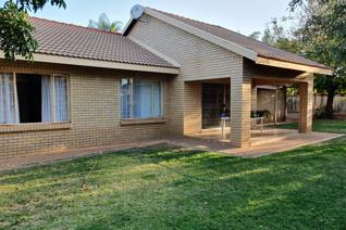 This is a 3 bedroom, 2 bathroom house with a open plan living area. This property is in a security complex and is very safe and in a ...