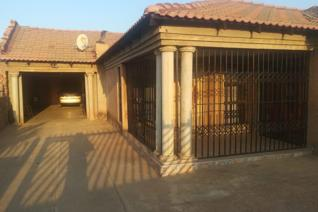A spacious 3 bedroom house in the quiet and secure part of Ga-Rankuwa. There are 3 rooms outside which can be rented out for additional ...