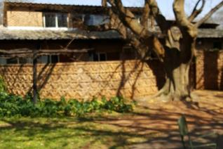 2.2 ha plot with 5 bedroom 2 bathrooms house for sale!!! Lot of big trees, tennis court, pool, dam with 2  boreholes