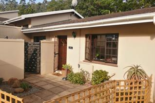 Prime Property presents this beautiful unit in the heart of Kloof, with easy access to the M13, Kloof Country Club, Kloof SPCA, and ...