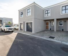 Townhouse for sale in Parklands North