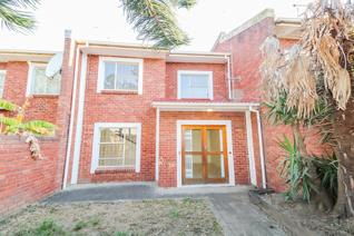 Low maintenance, duplex, spacious 3-bedroom Townhouse situated in popular complex in King Williams Town.  Downstairs consists of a ...