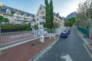 Iconic Rustenburg Square – Investment opportunity   Ideally located in the heart of sought after Rondebosch this spacious townhouse ...