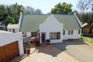 An established guesthouse in die sought after area of Glen Marais.  This is a one of a ...