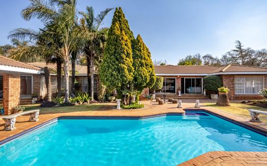 4 Bedroom House for sale in Mulbarton