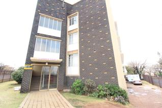 Top floor unit situated in a smallish complex. Unit offers a lounge, kitchen, bedroom ...