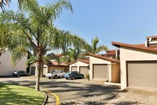 3 Bedrooom unit situated in a secure complex walking distance from PNP and Spar in Meerensee.