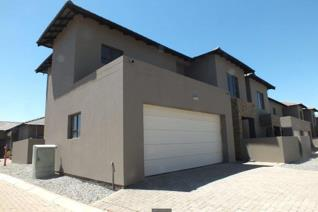 A stunning developer unit in the Mipad development. No transfer duties applicable.  The home is a well oriented double story house with ...