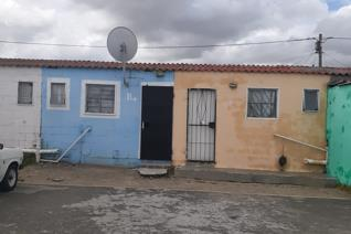 One bed room Spacious open plan lounge and kitchen  Safety gates and burglar bars  Situated close to all amenities especially Delft ...